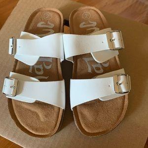 girls sandals size 2 never worn